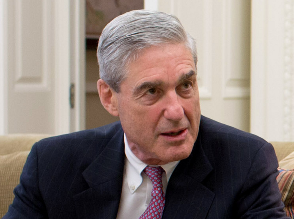 Secret grand jury hearing  -  reportedly tied to Mueller  -  forces officials to clear an entire floor of a DC court building
