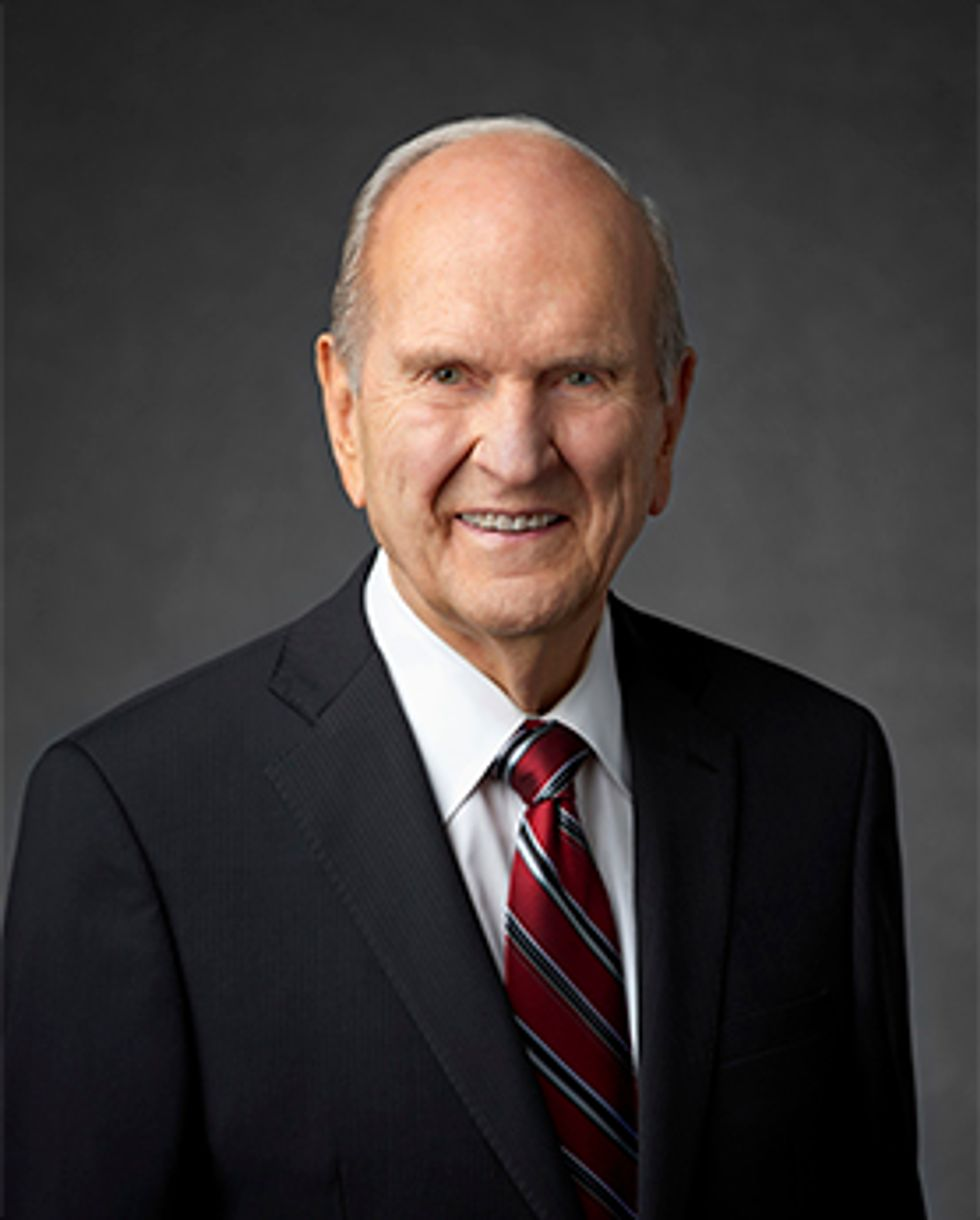 Mormon Leader Asks Women to Give Up Social Media for 10 Days  -  And Faces Fierce Backlash From Them