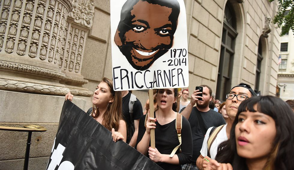 Officer involved in chokehold death of Eric Garner should be fired: judge