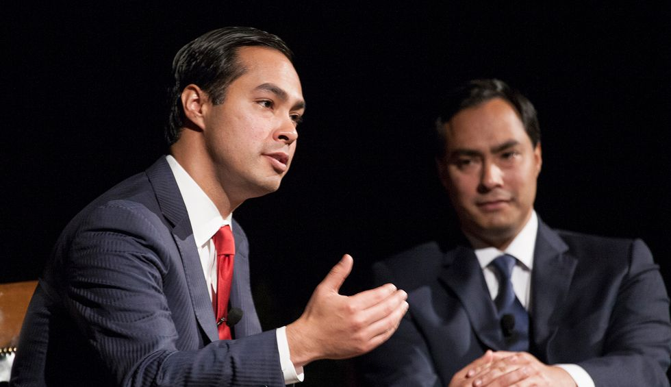 Julián Castro threatens to drop out if he doesn't raise $800,000 by end of month