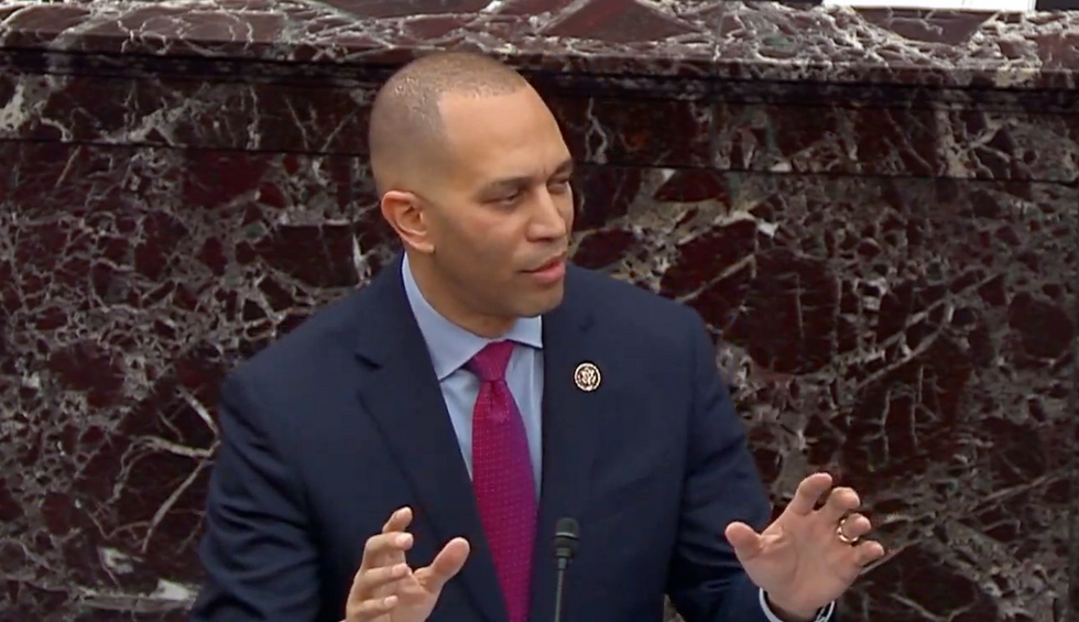 How Hakeem Jeffries destroyed Trump's claim of 'no pressure' on Ukraine with 10 simple points