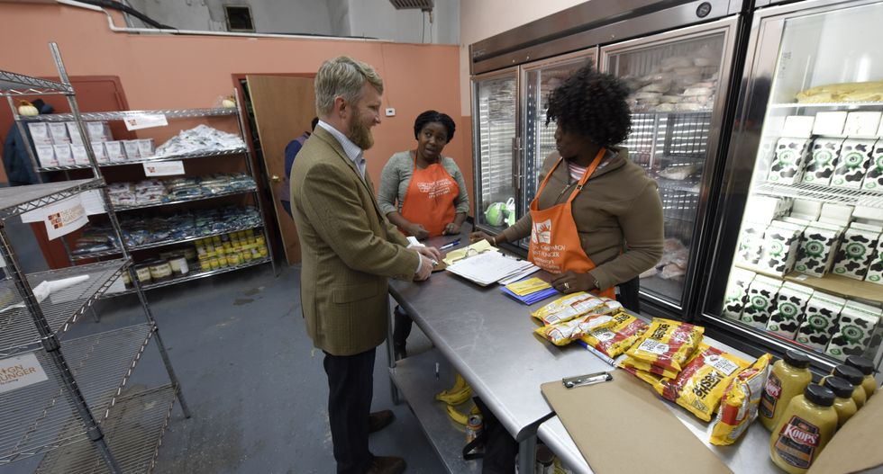Some federal workers are turning to food pantries out of desperation as government shutdown drags on