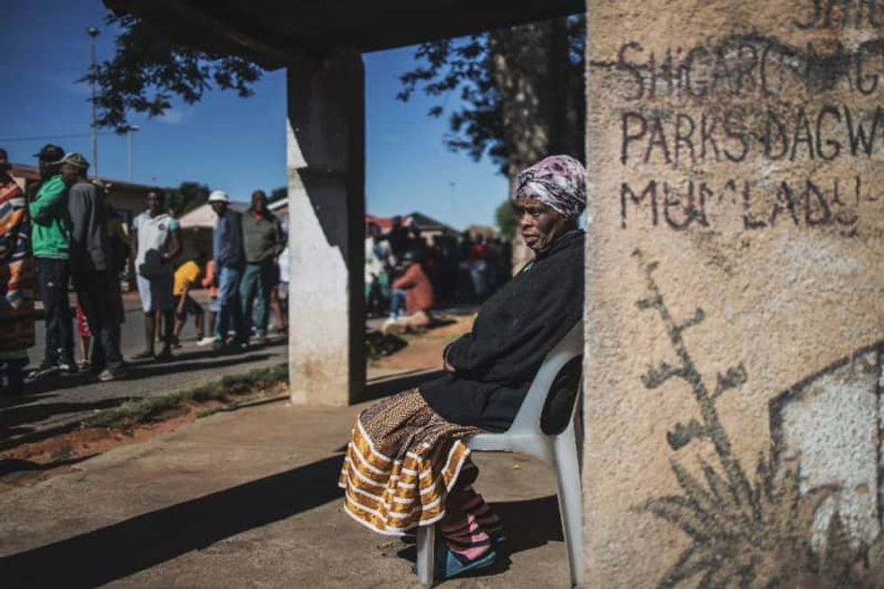 Violence and looting point to food crisis in South Africa coronavirus lockdown