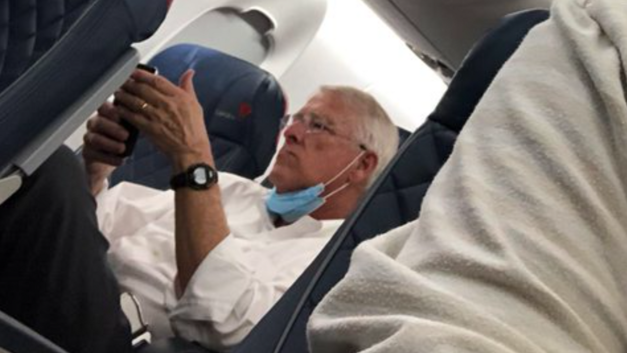 GOP senator caught disregarding mask policy on flight chairs committee overseeing airline safety