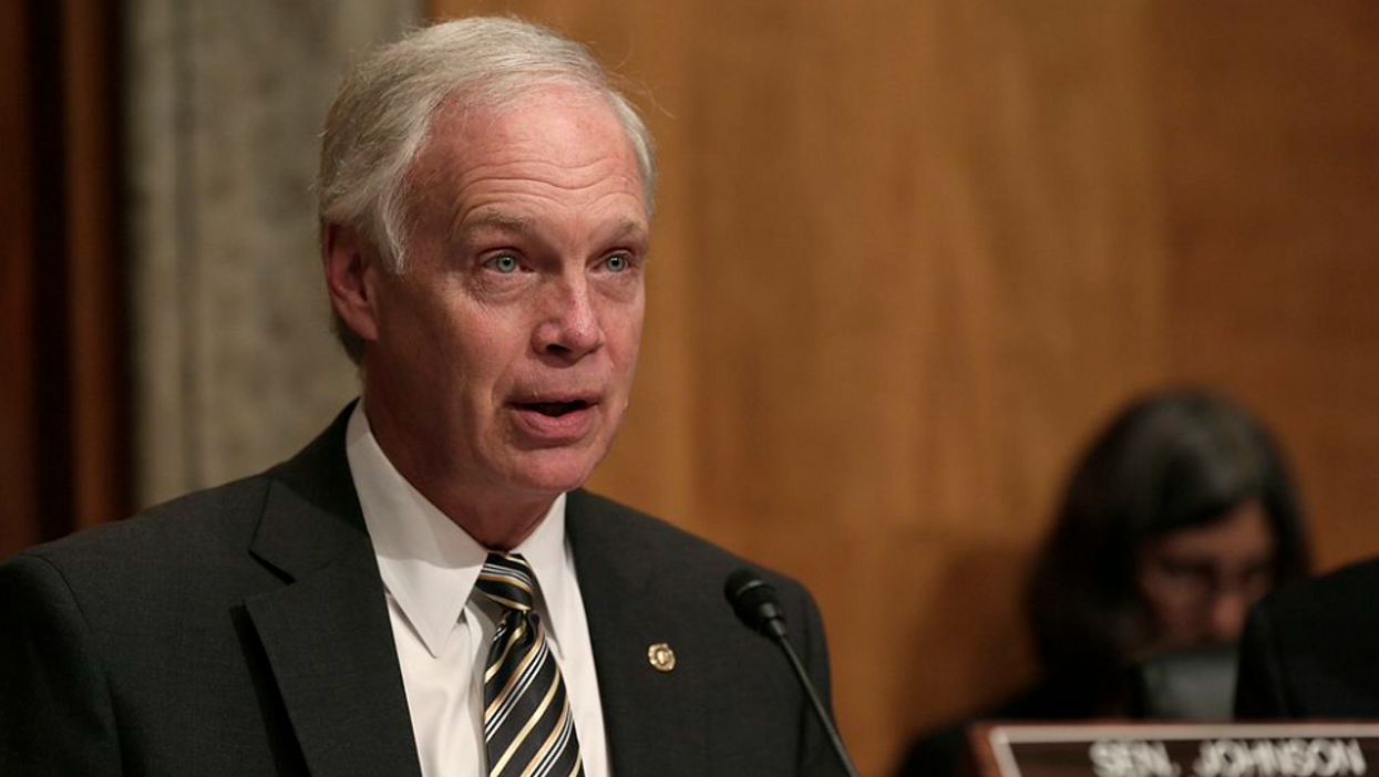 Sen. Ron Johnson invites AIDS-denying anti-vaxxer to testify on COVID