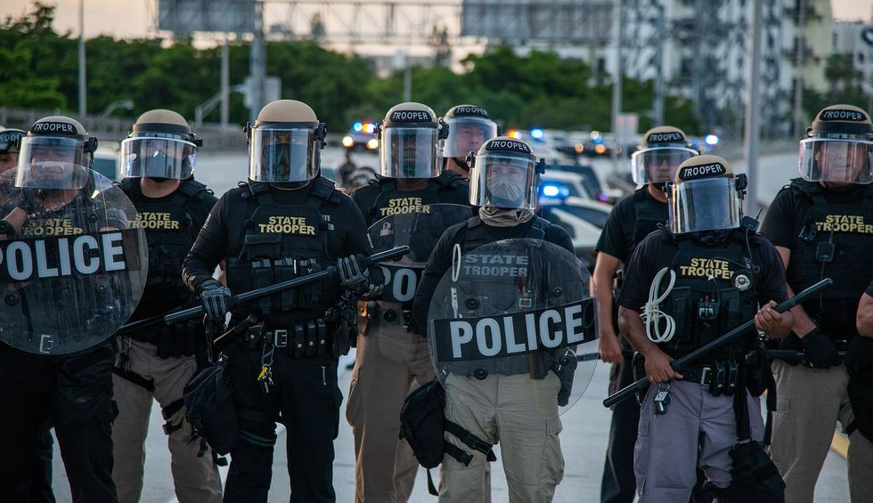 Detroit police officer accused of firing rubber bullets at 3 journalists charged with felony assault: prosecutor