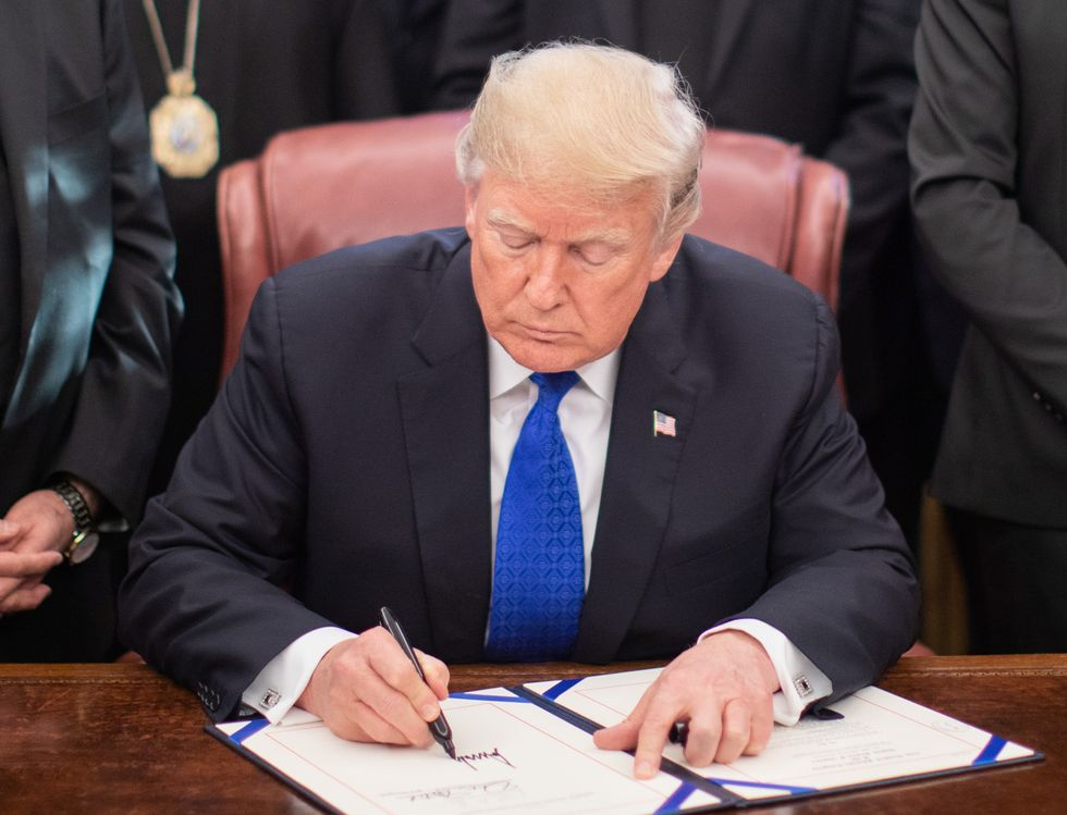 Trump signs executive order threatening free speech rights online