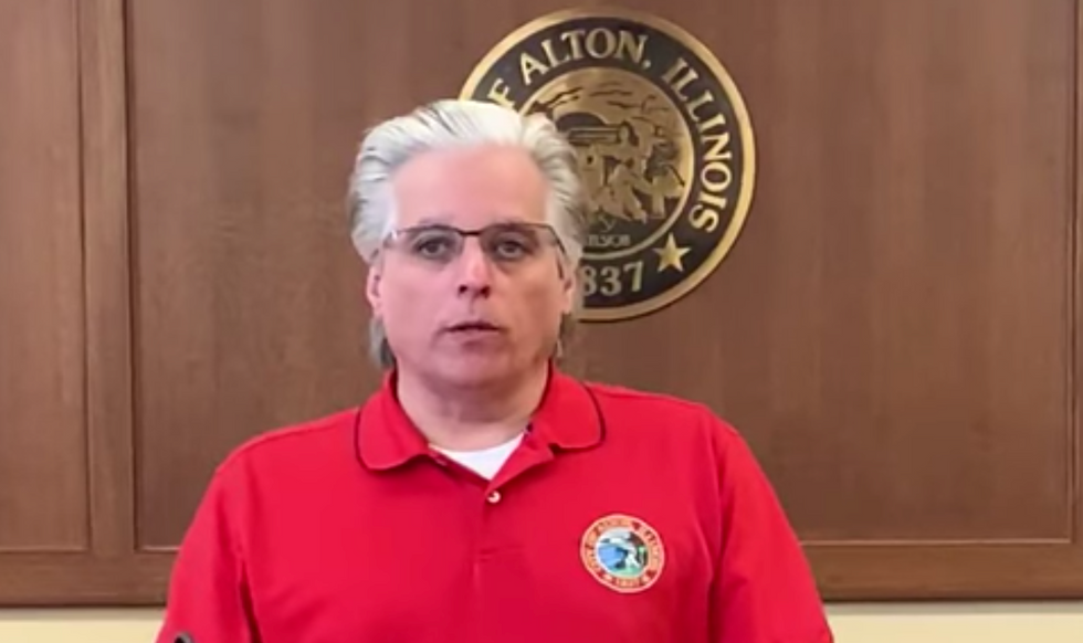 This Illinois mayor asked police to aggressively enforce a stay-at-home order— and his own wife was caught in violation