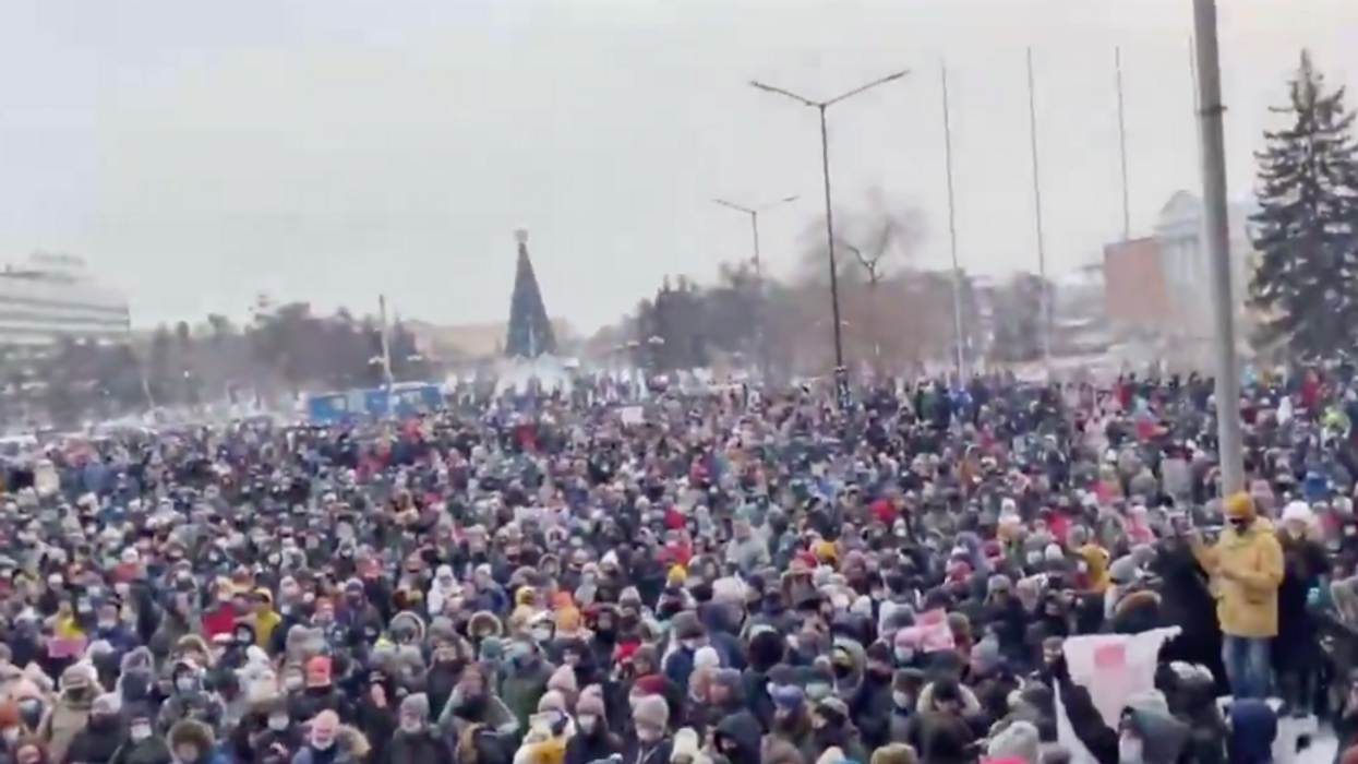 Russians in 38 cities brave freezing temperatures toprotests against Putin jailing his biggest opponent